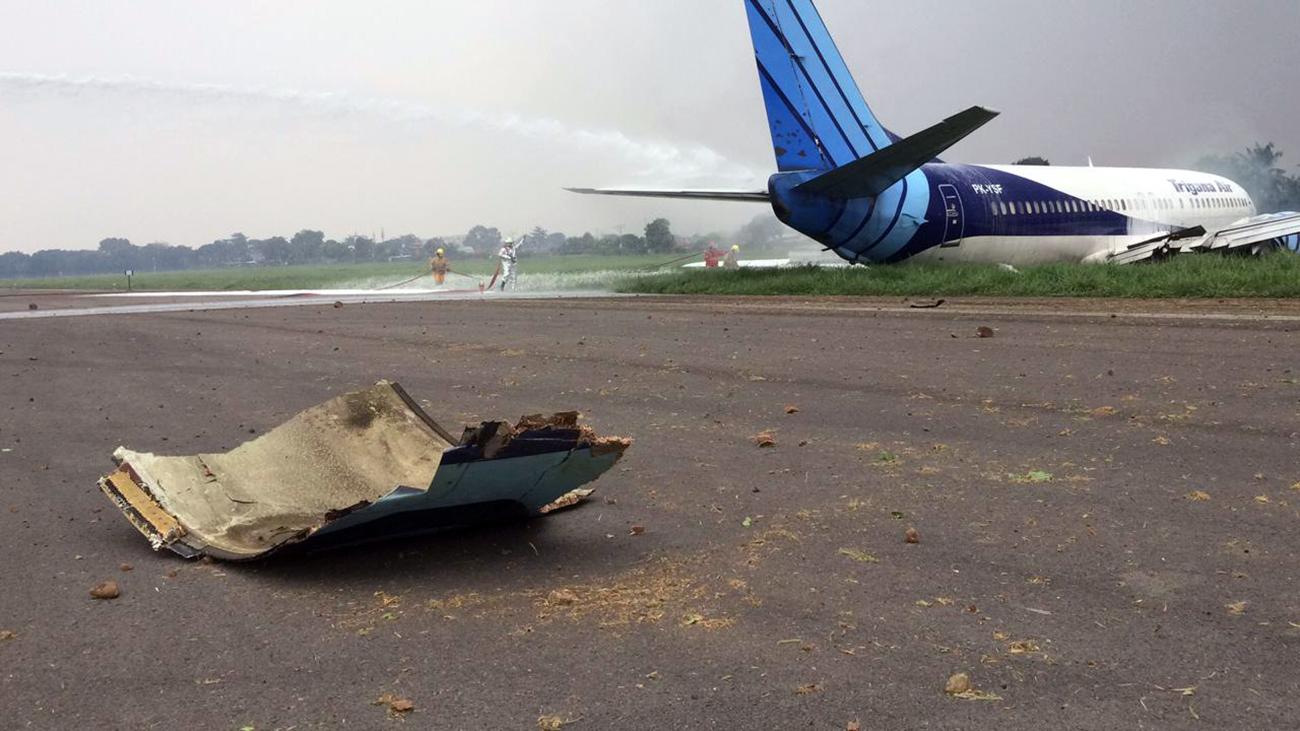 Un avion de Trigana Air se pose sur le ventre et sort de piste